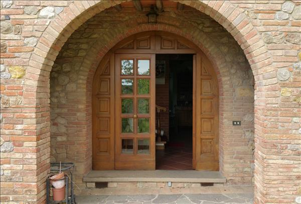 Vendesi casale in pietra e mattoni in posizione panoramica su due livelli per circa 270 mq