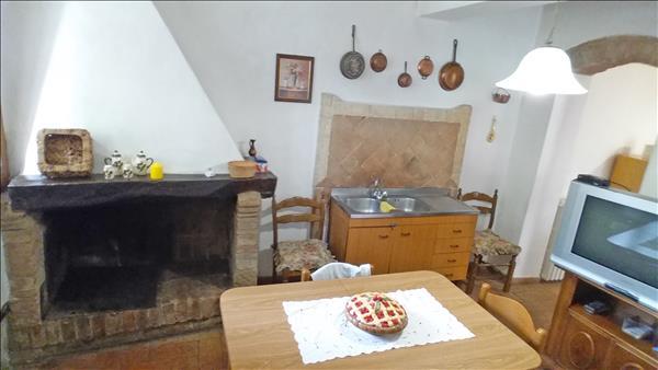 08-Cucina-con-caminetto