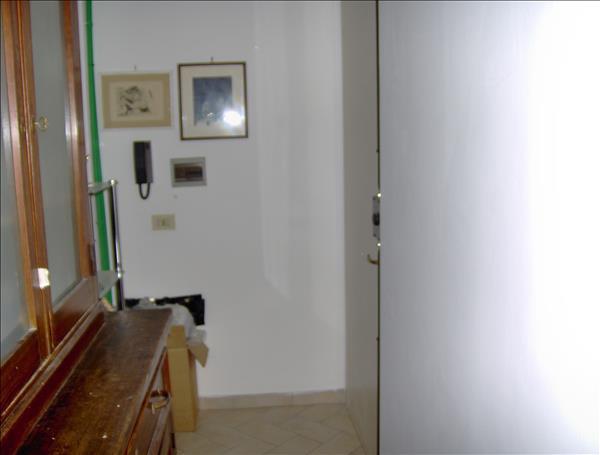 Vendesi appartamento 45 mq ultimo piano con terrazzo panoramico di 50 mq circa e garage.