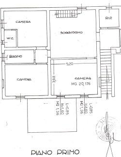 Casale su due livelli di 230 mq con 10000 mq di giardino.