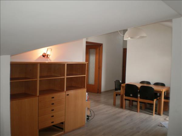 Vendesi appartamento di circa 120 mq al terzo e ultimo piano con garage e terrazzo panoramico di circa 20 mq