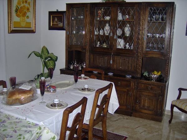 Vendesi appartamento zona Via Tevere/Via di Vittorio al terzo piano con garage