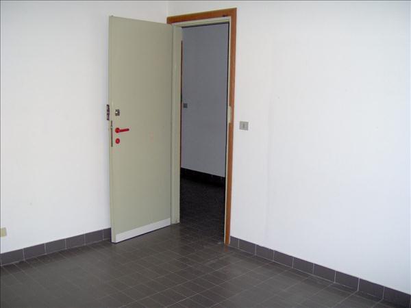 Vendesi appartamento in zona Via di Vittorio/Via Tevere di circa 60 mq al secondo piano con ascensore.