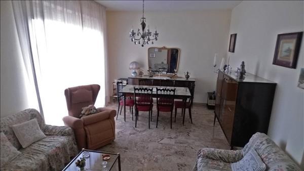 Vendesi appartamento centralissimo con garage e cantina