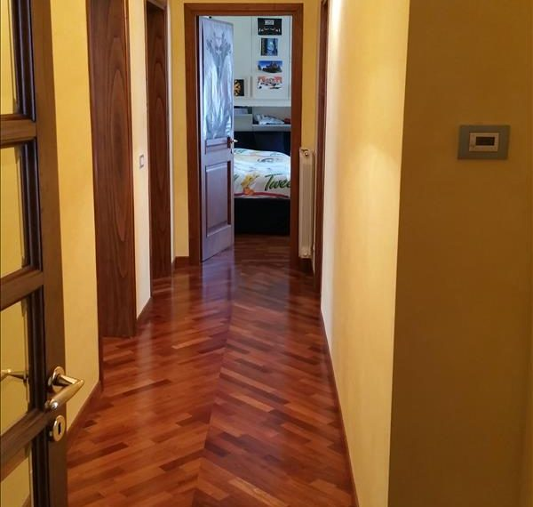 17-corridoio-con-parquet