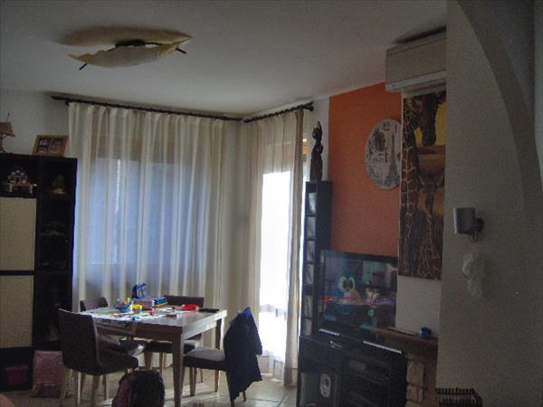 Vendesi appartamento ristrutturato con cura zona Sant'Elena di circa 110 mq con garage