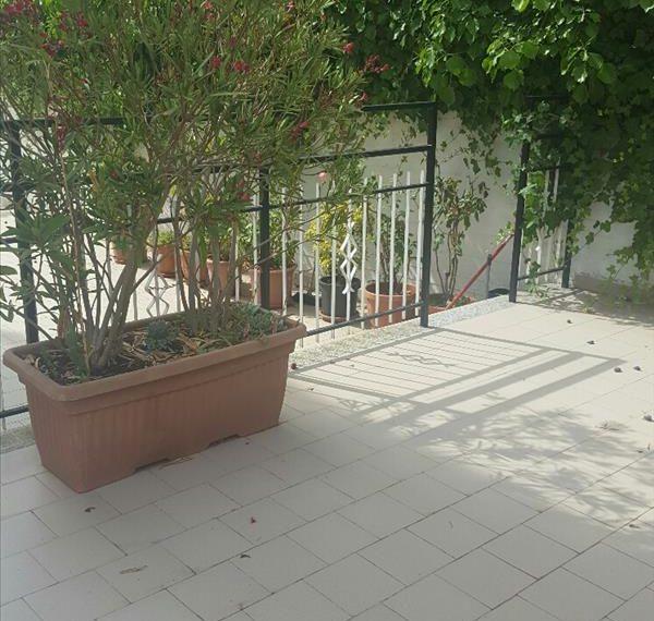 Vendesi appartamento pari al nuovo in zona Rinascente di circa 60 mq con terrazzo di circa 125 mq
