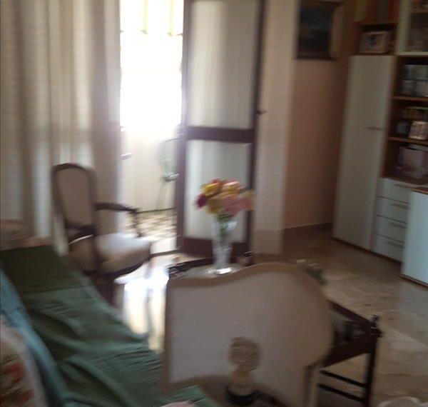 Vendesi appartamento di circa 90 mq con garage zona Via di Vittorio