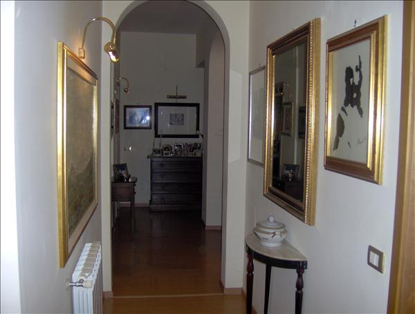 Vendesi appartamento completamente ristrutturato di 160 mq  a piano terra con ampio terrazzo e garage di 60 mq