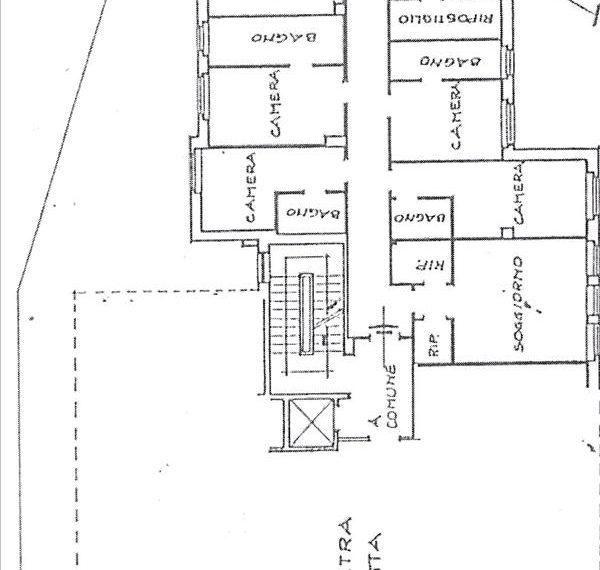 Vendesi appartamento a piano terra di circa 170 mq con resede esterno di circa 100 mq con garage