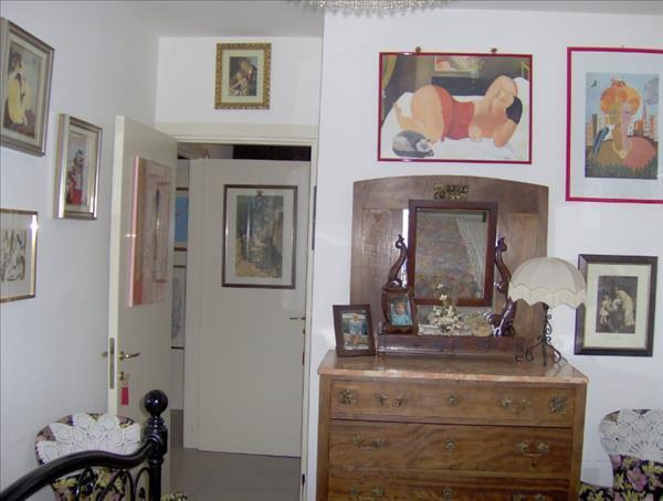 Vendesi appartamento al primo piano centrale-Rich.59.000 euro tratt.