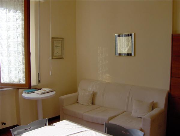 Vendesi appartamento centrale zona Via di Vittorio di circa 65 mq al piano primo con due camere