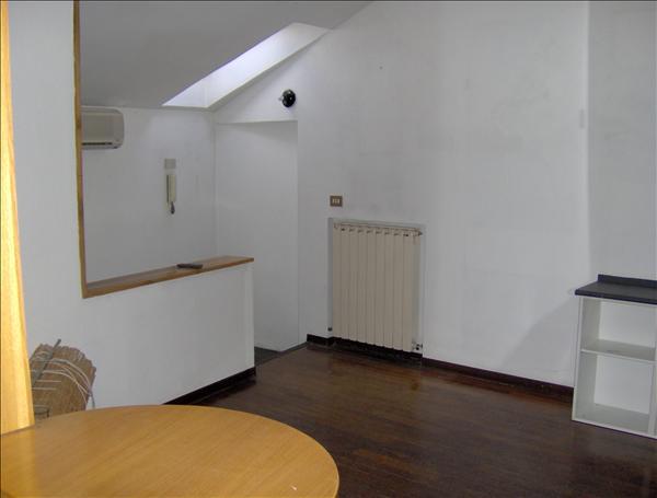 Vendesi appartamento molto grazioso al secondo e ultimo piano di circa 88 mq circa -Rich.98.000 tratt.